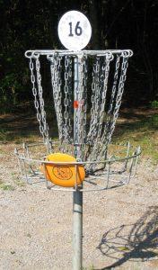 Disc_golf_in_basket